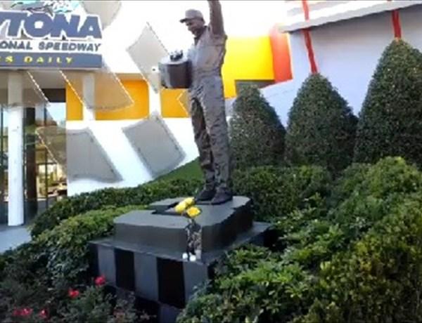 Dale Earnhardt Tribute Statue_1198096970458156696