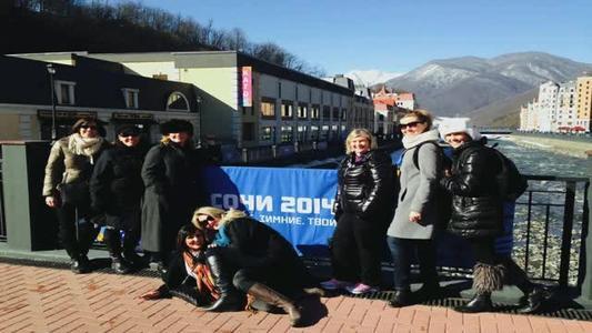 Flight attendants bond over Sochi trip_4573305604861871859