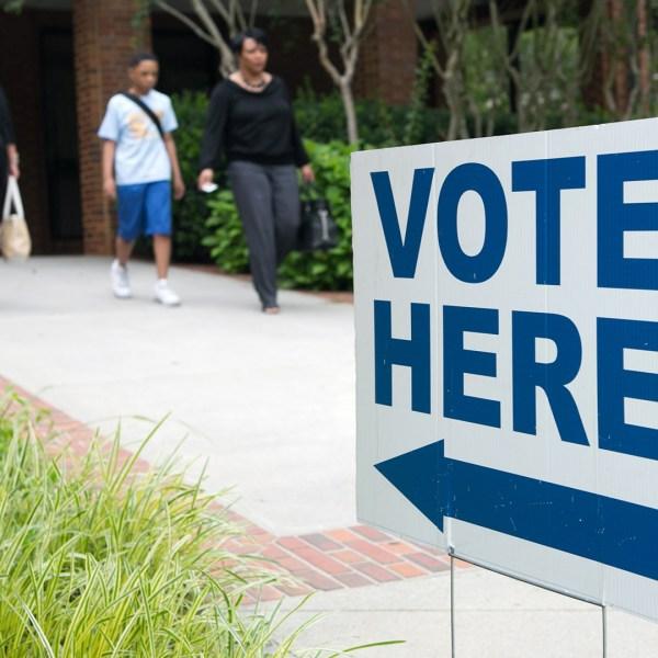 Vote Here Sign Voters Voting-159532.jpg26935149