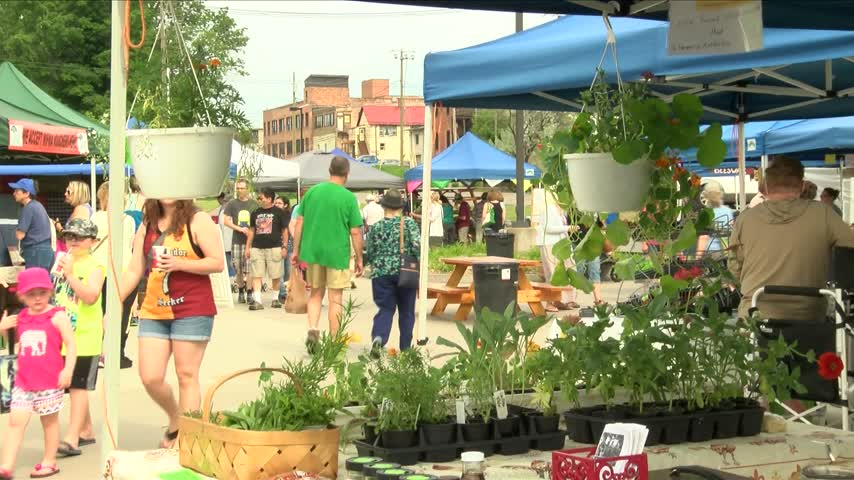 Marquette Farmers Market seeing numbers of crowd attendees_47848352-159532