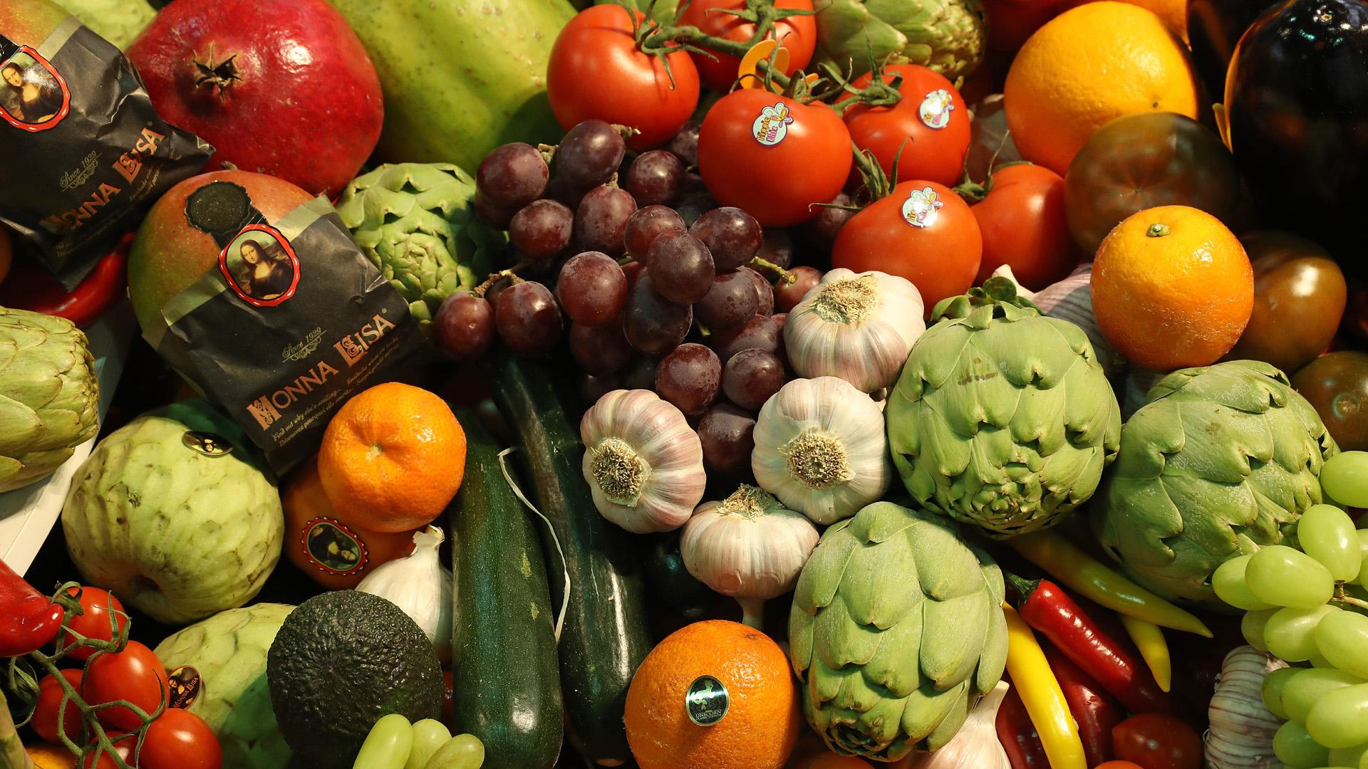 Fresh fruit, vegetables, veggies, whole foods, produce, tomatoes, artichokes, grapes, oranges, garlic, zucchini, avocado, pomegranate37510047-159532