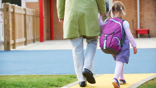 Parent Taking Child To Pre School_1538668258997