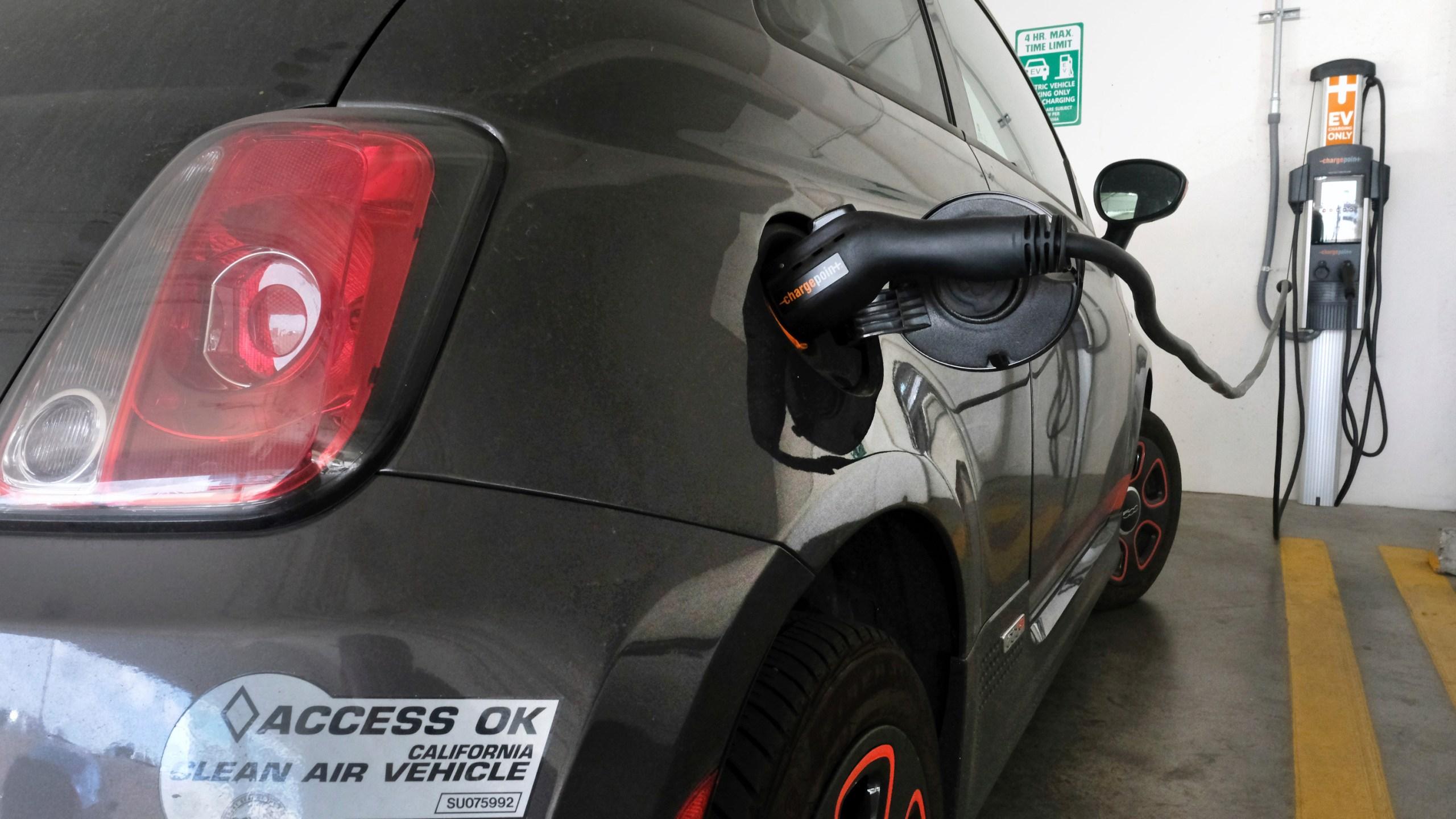 Electric_Vehicles_California_72685-159532.jpg64331854