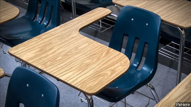 school desk 1559161002418.jpg
